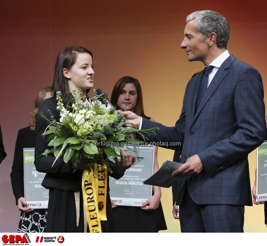 Nina Lach (AUT) und Guenther Sagmeister (Kleine Zeitung), Foto: GEPA pictures/ Markus Oberlaender (08.05.2013)