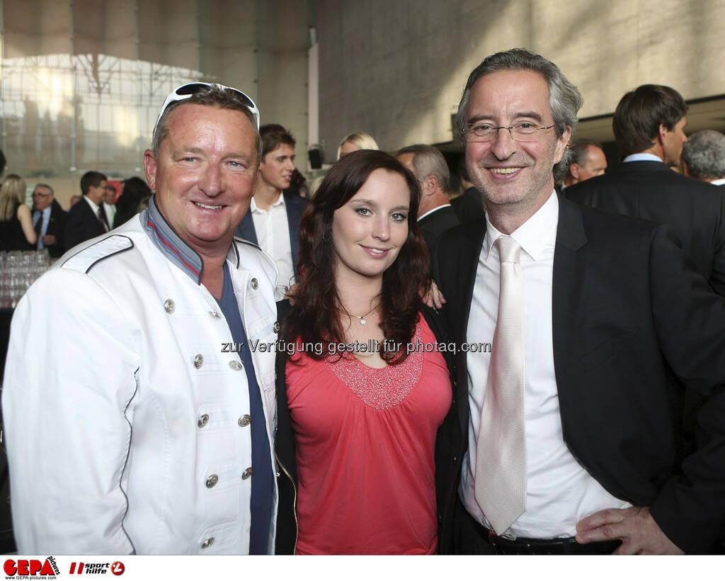 Christian Flick mit Tocher und Robert Sommer (Kronen Zeitung), Foto: GEPA pictures/ Markus Oberlaender (08.05.2013)