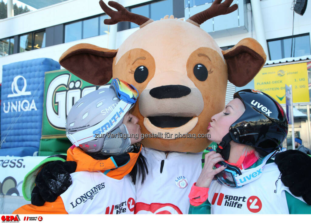 Ski  for Gold Charity Race. Image shows Daniela Schuster, mascot and Heather Mills. Keywords: Special Olympics World Winter Games, SOWWG Austria 2017 preview. Photo: GEPA pictures/ Harald Steiner (26.01.2017)