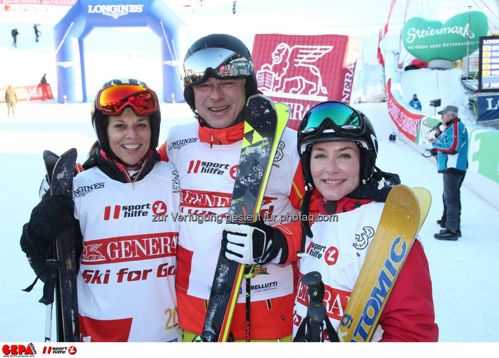 Ski for Gold Charity Race. Image shows Vera Russwurm, Toni Polster and Marisa Burger. Photo: GEPA pictures/ Harald Steiner (26.01.2017)