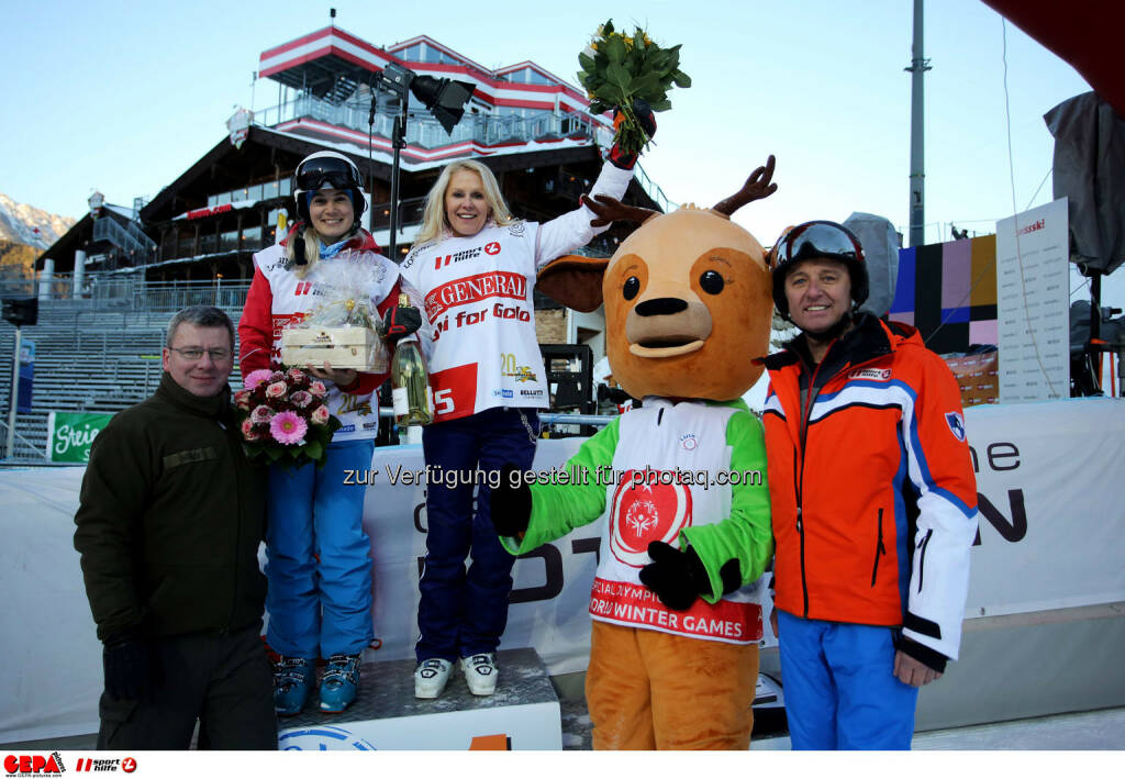Ski for Gold Charity Race. Image shows Simone Gruber-Hofer, Ulrike Kriegler, managing director Harald Bauer (Sporthilfe) and maskot Luis. Keywords: Special Olympics World Winter Games, SOWWG Austria 2017 preview. Photo: GEPA pictures/ Daniel Goetzhaber (26.01.2017)