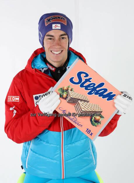 Manner Skispringer Stefan Kraft mit personalisierter Schnitte - Josef Manner & Comp. AG: Es gibt sie wieder: die individualisierbare Schnitte! (Fotocredit: Manner/GEPA), © Aussendung (07.02.2017)