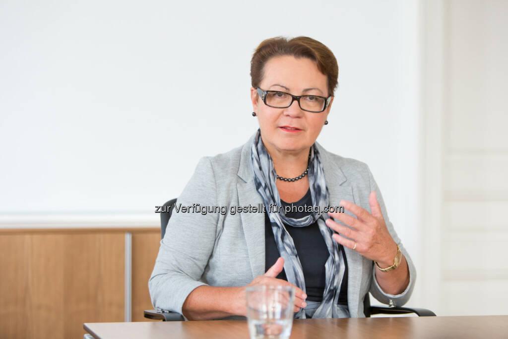 Karolina Offterdinger, Vorstand OeKB Versicherung - Acredia Versicherung AG: Exportländer im Vergleich – wo die Zahlung am häufigsten ausbleibt (Fotocredit: Acredia Versicherung AG), © Aussender (09.02.2017)
