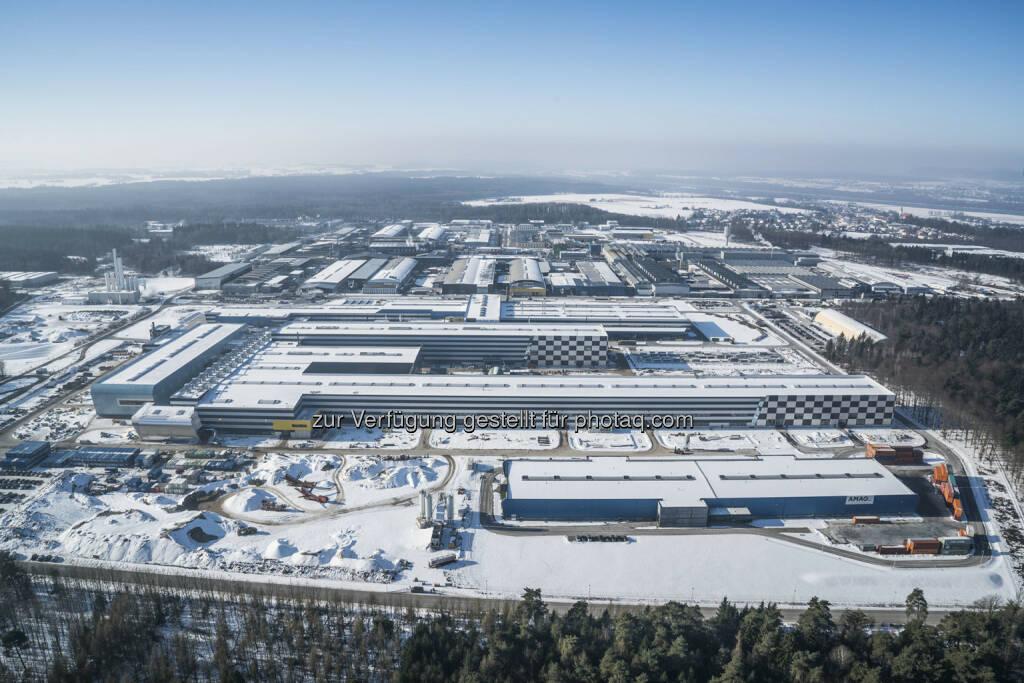 Mit der Standorterweiterung in Ranshofen baut die AMAG ihre Rolle als Innovations- und Wachstumspartner weiter aus. Der Hochlauf des Warmwalzwerks, welches Ende 2014 in Betrieb gegangen ist, wurde im abgelaufenen Geschäftsjahr 2016 erfolgreich fortgesetzt. Die Inbetriebnahme des neuen Kaltwalzwerks wird Mitte des Jahres 2017 erfolgen. - AMAG Austria Metall AG: AMAG Austria Metall AG / Deutliche Ergebnissteigerung und Rekordabsatz im Geschäftsjahr 2016 (mit Bild) (Fotocredit: AMAG), © Aussendung (28.02.2017)