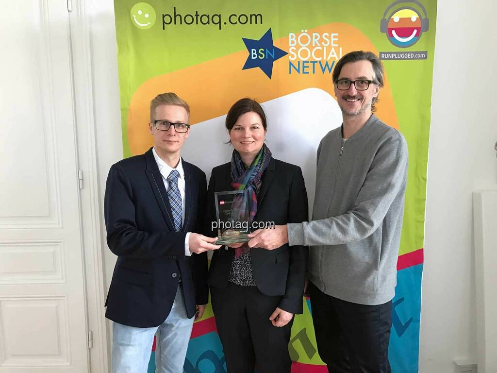 Dino Villhauer, Valerie Heller (Hello Bank!), Josef Chladek (BSN) - Number One Awards 2016 - Umsatzstärkster Broker Österreich-Aktien Hello bank!, © photaq/Martina Draper (01.03.2017)