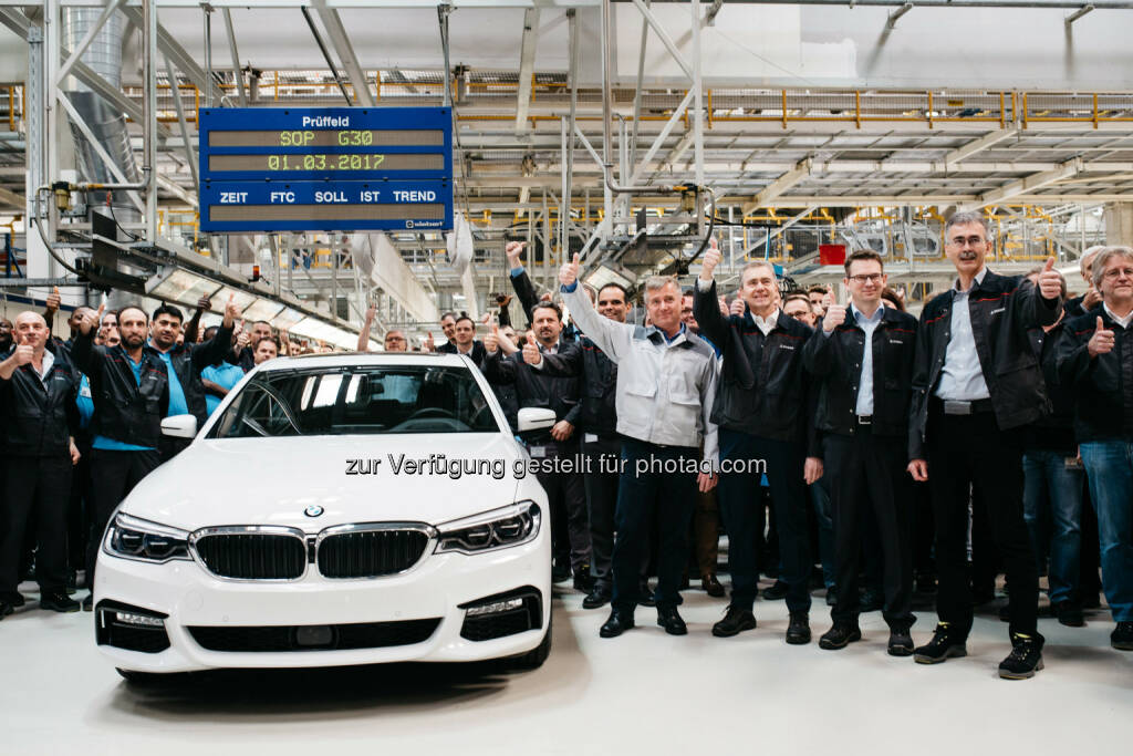 Mit der neuen BMW 5er Reihe startet die weltweit erfolgreichste Business-Limousine in die siebte Modellgeneration. +++ Neben dem BMW Group Werk im bayerischen Dingolfing wird das Modell auch in Österreich bei Magna Steyr in Graz für den Weltmarkt gebaut. +++ Ein Großteil wird darüber hinaus auch mit einem hocheffizienten Motor aus dem weltgrößten Motorenwerk des Konzerns im oberösterreichischen Steyr unterwegs sein. - BMW Group in Österreich: Produktionsstart des wahrscheinlich wichtigsten Autos Österreichs: der erste BMW 5er lief in Graz vom Band. (Fotocredit: © BMW AG), © Aussender (02.03.2017)