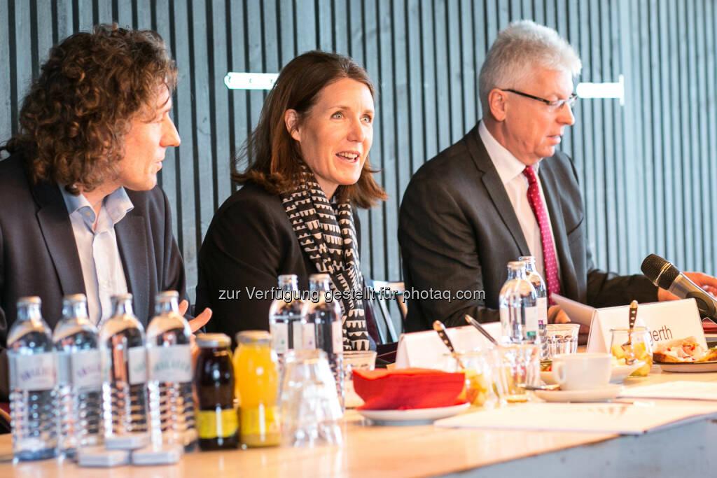 Martin Falk (WIFO), Henrietta Egerth (FFG), Klaus Pseiner (FFG) - FFG - Österreichische Forschungsförderungsgesellschaft: FFG: Forschungsinvestitionen treiben Wirtschaftswachstum an (Fotocredit: FFG), © Aussender (02.03.2017)