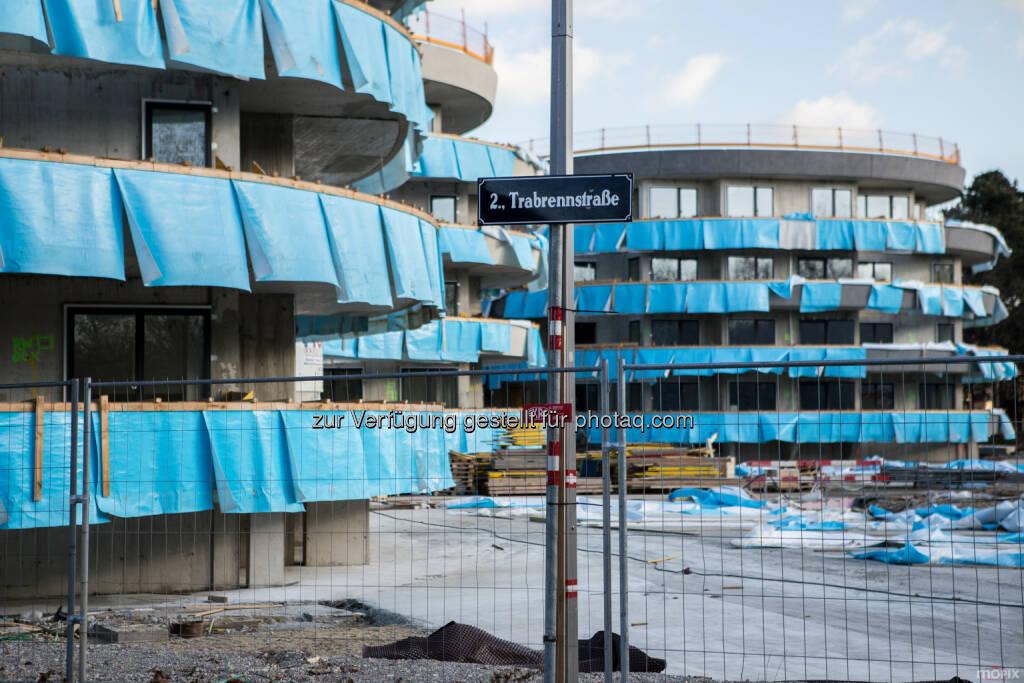 Die Wohngebäude nach Plänen des steirischen Architekten Thomas Pucher nehmen Form an - IC Development GmbH: DACHGLEICHE IM VIERTEL ZWEI (Fotocredit: IC Development), © Aussendung (03.03.2017)