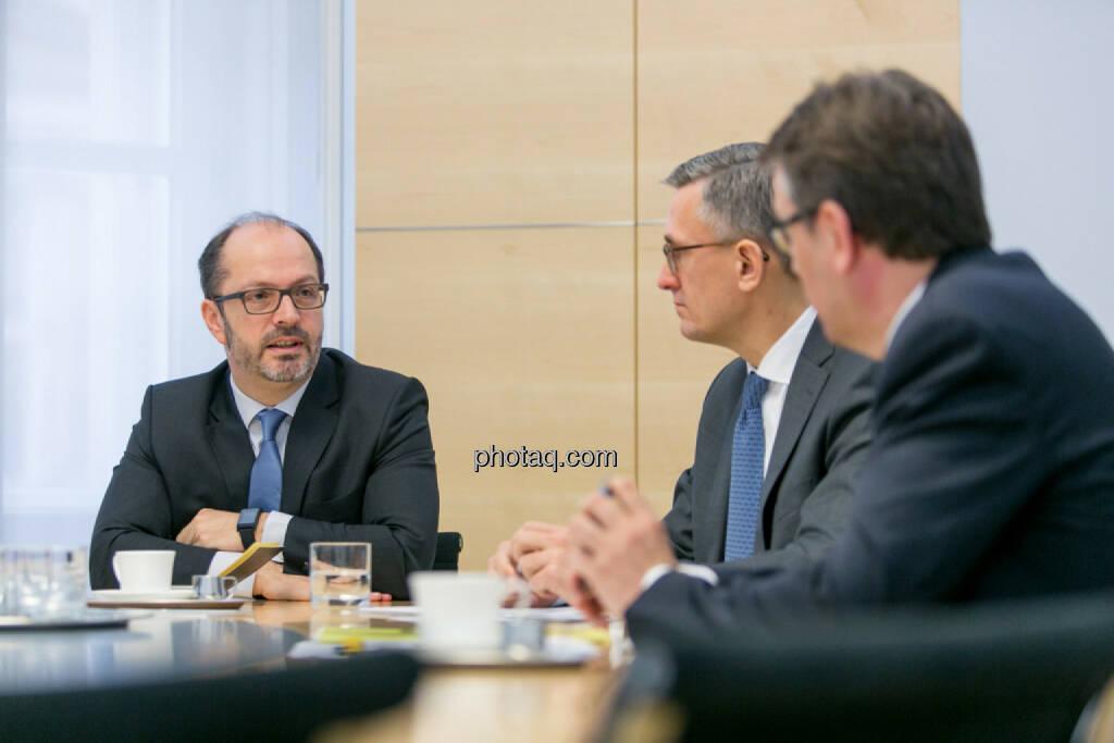 Paul Severin (Erste Asset Management, ÖVFA), Robert Ottel (voestalpine, Aktienforum), Harald Hagenauer (Österreichische Post, C.I.R.A.), © Martina Draper/photaq (03.03.2017)