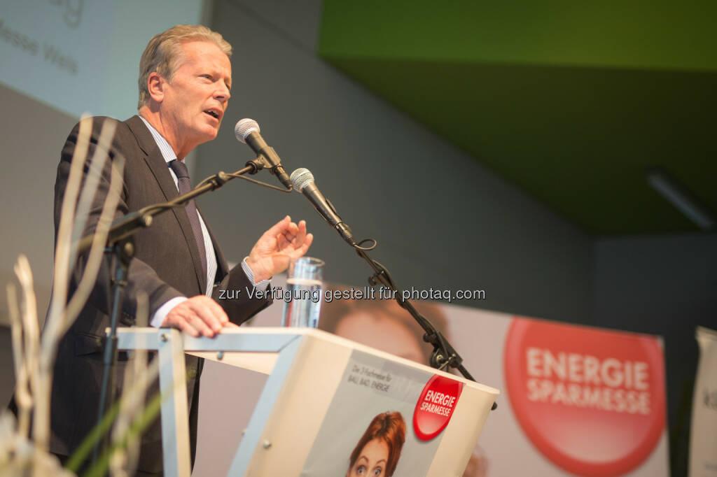 Bundesministerium für Wissenschaft, Forschung und Wirtschaft: Mitterlehner bei Energiesparmesse: Energieeffizienz ist wichtiger denn je (Fotocredit: BMWFW/Glaser), © Aussender (03.03.2017)