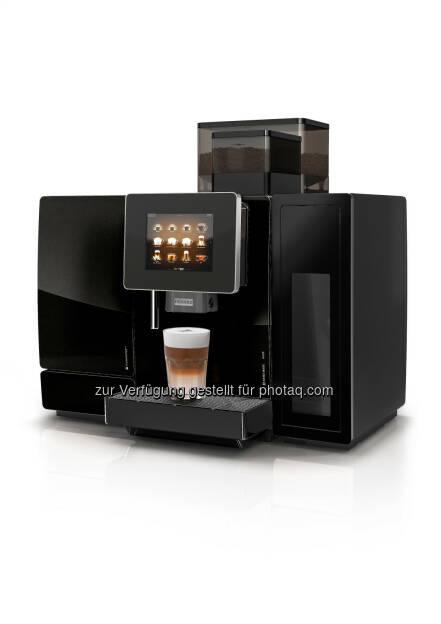 Die A600 von Franke Coffee Systems sorgt mit ausgeklügelter Schweizer Technik fuer individuelle Getränkezubereitung von höchster Qualität. Der intuitiv bedienbare Touchscreen eröffnet neue Dimensionen der Interaktion mit Kunden und Servicepersonal. So steigert die A600 den effizienten Getränkeservice. Die neueste Ausführung ist mit dem FoamMaster(TM) für fast grenzenlose Getränkevielfalt und mit dem automatischen Reinigungssystem EasyClean für tadellose Hygiene ausgestattet. - Franke Coffee Systems: A600: Alles für den perfekten Kaffee (FOTO) (Fotocredit: obs/Franke Coffee Systems/FRANKE), © Aussendung (16.03.2017)