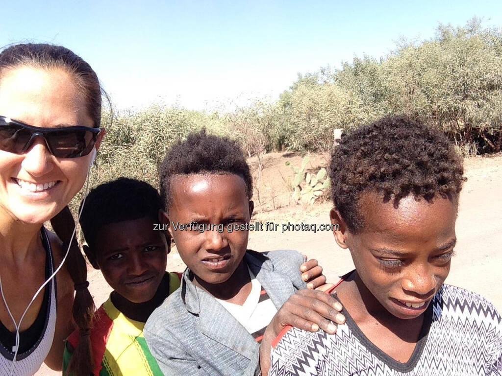Monika Kalbacher mit Kindern in Äthiopien (20.03.2017)