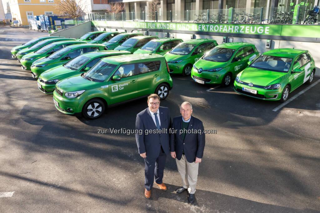 Martin Graf (li.) und Christian Purrer bei der Übernahme der neuen E-Fahrzeuge - Energie Steiermark AG: Flotten-Tausch: 14 neue Elektro-Autos für Energie Steiermark (Fotocredit: Energie Steiermark), © Aussendung (20.03.2017)