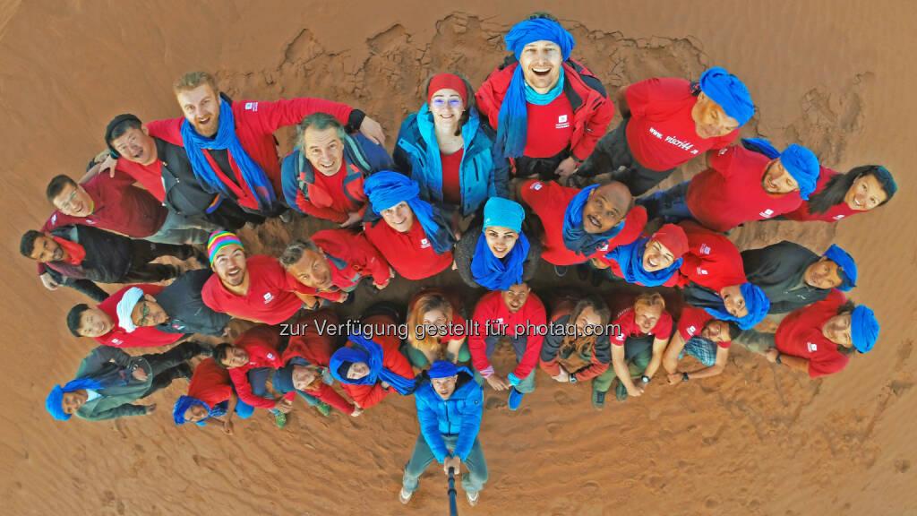 Touristiker aus 15 Nationen nahmen Ende Februar/Anfang März am internationalen Erfahrungsaustausch von Weltweitwandern in der marokkanischen Sahara teil - WELTWEITWANDERN GmbH: Tourismus-Revolution zwischen Dünen (Fotocredit: www.weltweitwandern.at), © Aussender (20.03.2017)