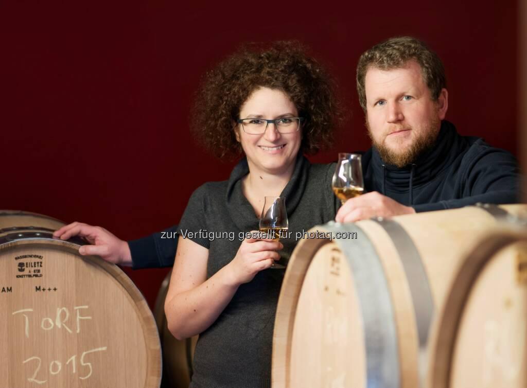 Carmen und Werner Krauss sind mit ihren Gins DISTILLERY OF THE YEAR - Feindestillerie Krauss: Krauss ist Distillery of the Year (Fotograf: Karim Zaatar / Fotocredit: Krauss), © Aussender (05.04.2017)
