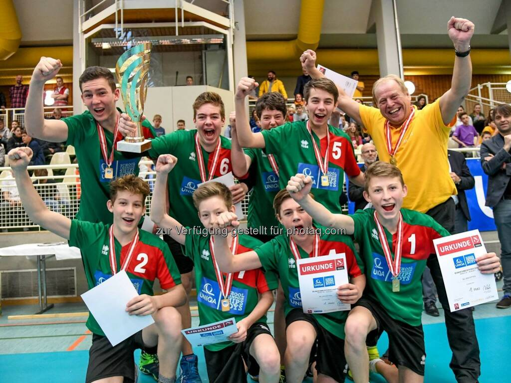 Wir gratulieren dem Team aus Niederösterreich (BG BRG Amstetten) zum Sieg bei den UNIQA School Championships BOYS! Sie konnten sich gegen das Team aus Kärnten (BRG Klagenfurt-Viktring) durchsetzen und holten damit den Bundesmeistertitel. Platz 3 ging an Fürstenfeld, das Team aus Innsbruck belegte den 4. Platz. Glückwunsch an die Gewinner und ein großes Lob an alle Teams für diese spannenden Wettkampftage in Wolfurt   Source: http://facebook.com/uniqa.at, © Aussendung (07.04.2017)