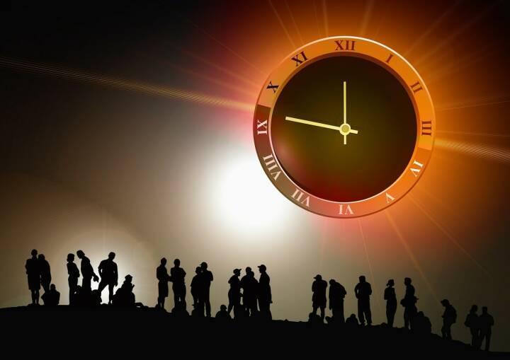 Zukunft, Uhr, Zeit (Bild: Pixabay/geralt https://pixabay.com/de/menschen-gruppe-uhr-zeit-439149/ )