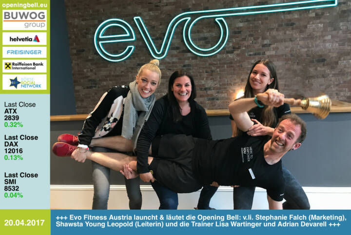 #openingbell am 20.4.: Evo Fitness Austria eröffnete gestern Mittwoch in der Berggasse in 1090 Wien und läutet für heute Donnerstag die Opening Bell: v.li. Stephanie Falch (Marketing), Shawsta Young Leopold (Leiterin) und die Trainer Lisa Wartinger und Adrian Devarell https://evofitness.at/evo-vienna-berggasse/ https://www.facebook.com/groups/Sportsblogged