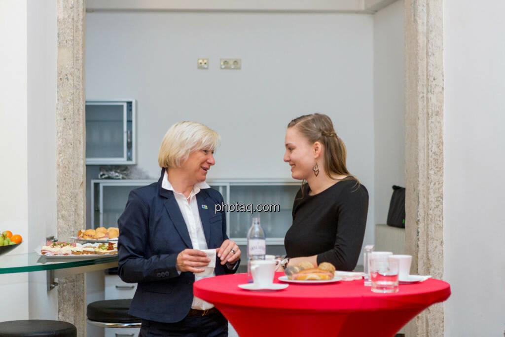 Sonja Blasz (Cleen Energy) im Gespräch, © Martina Draper/photaq (20.04.2017)
