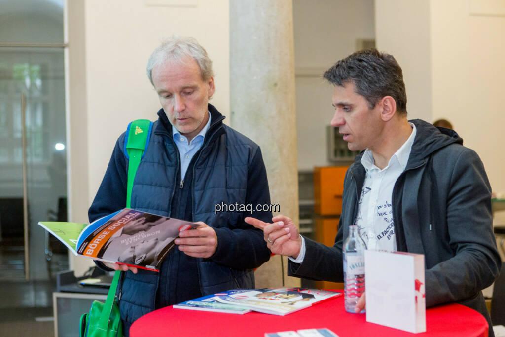 Christian Drastil (Börse Social Magazine), Michael Altrichter (Investor), © Martina Draper/photaq (20.04.2017)