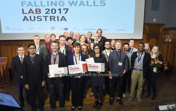 TeilnehmerInnen und Jury des Falling Walls Lab Austria 2017 - Alpbacher Technologiegespräche: Falling Walls Lab Austria: 14 Talente aus acht Nationen präsentierten ihre innovativen Ideen (Fotocredit: AIT / Johannes Zinner)