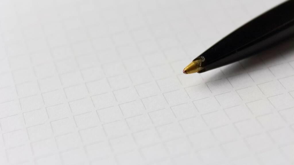 Erinnerung, erinnern, notieren, Notiz, merken, aufschreiben, schreiben (Bild: Pixabay/slightly_different https://pixabay.com/de/stift-papier-karos-textur-2211444/ ) (25.04.2017)