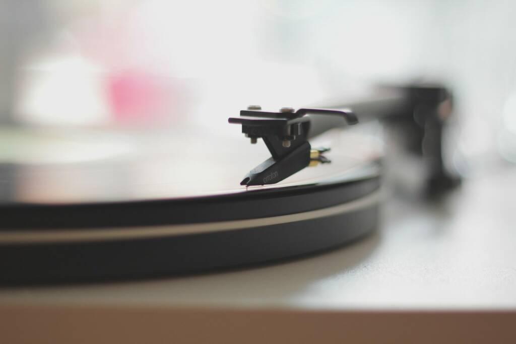 Platte, Musik, Schallplatte, Plattenspieler, Entspannen, Relax, Relaxen (Bild: Pixabay/Unsplash https://pixabay.com/de/datensatz-spieler-festplatte-336626/ ) (26.04.2017)