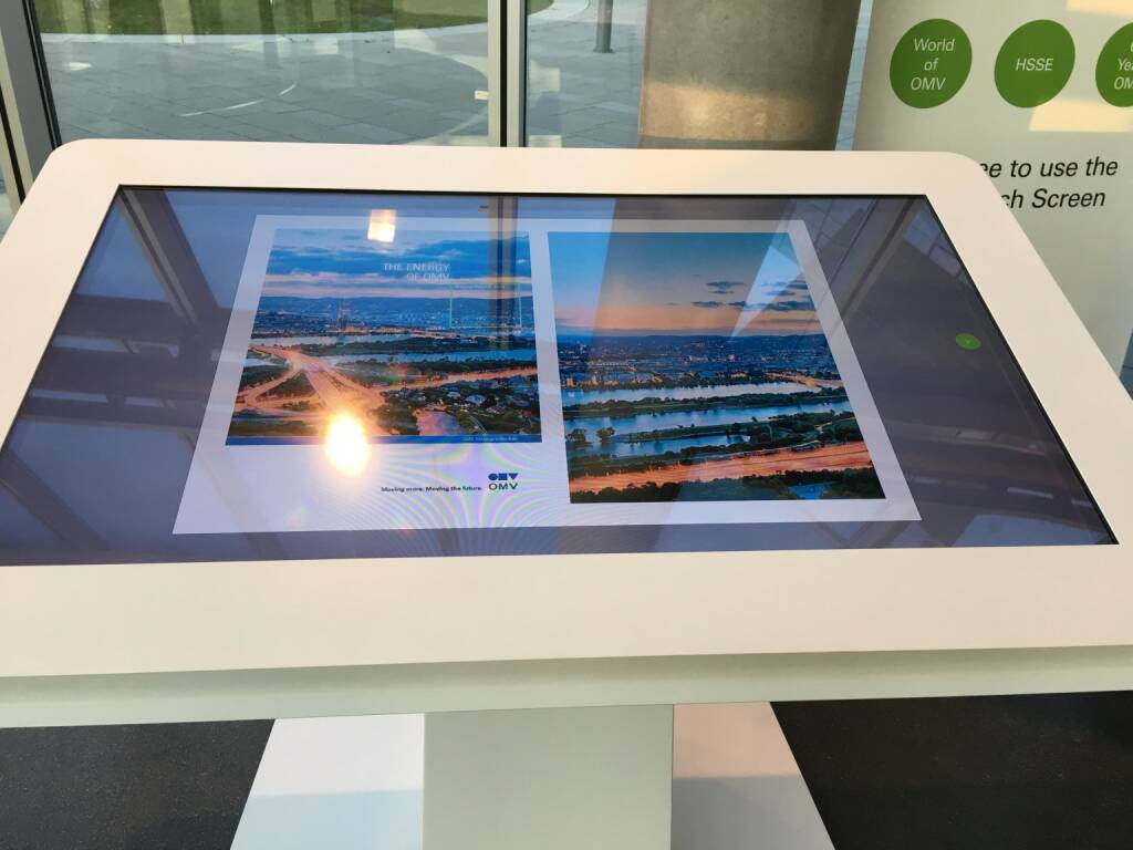 Bernhard Heneis OMV - Waiting at the OMV headquarters can be interesting . Just flip through the Annual Report at the mega multi touch board. (02.05.2017)