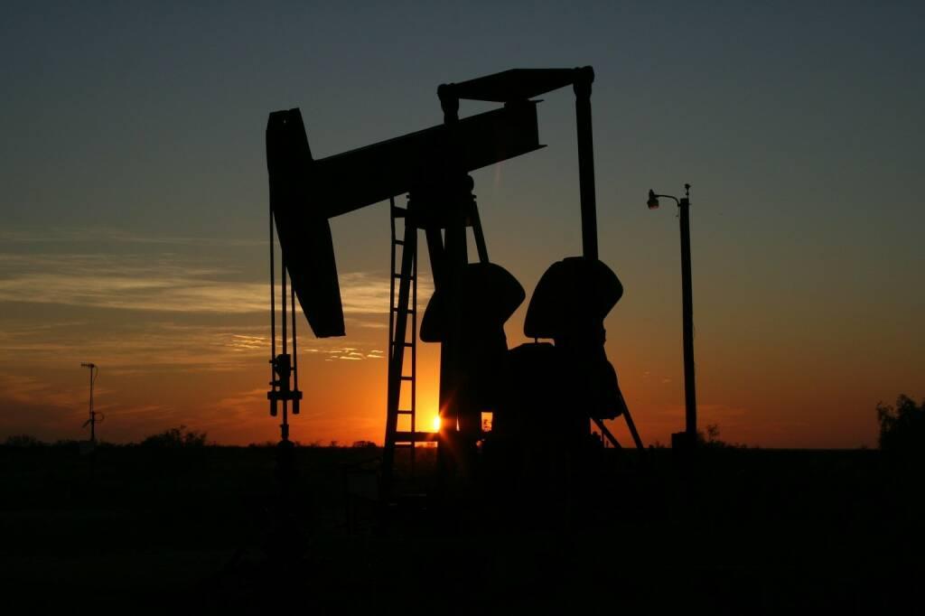 Öl, Ölpreis, Rohöl (Bild: Pixabay/lalabell68  https://pixabay.com/de/öl-monahans-texas-sonnenuntergang-106913/ )   (05.05.2017)