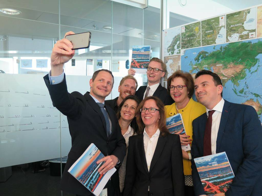 OMV - Bernhard Heneis: Selfie-time: After weeks of hard work our colleagues finally received the first copies of the OMV Annual Report 2016. Download your copy here: http://bit.ly/2r7973M (13.05.2017)