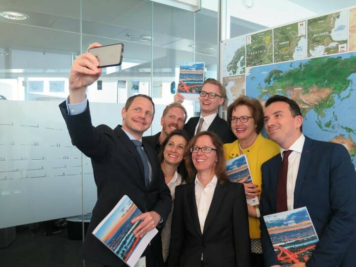 OMV - Bernhard Heneis: Selfie-time: After weeks of hard work our colleagues finally received the first copies of the OMV Annual Report 2016. Download your copy here: http://bit.ly/2r7973M