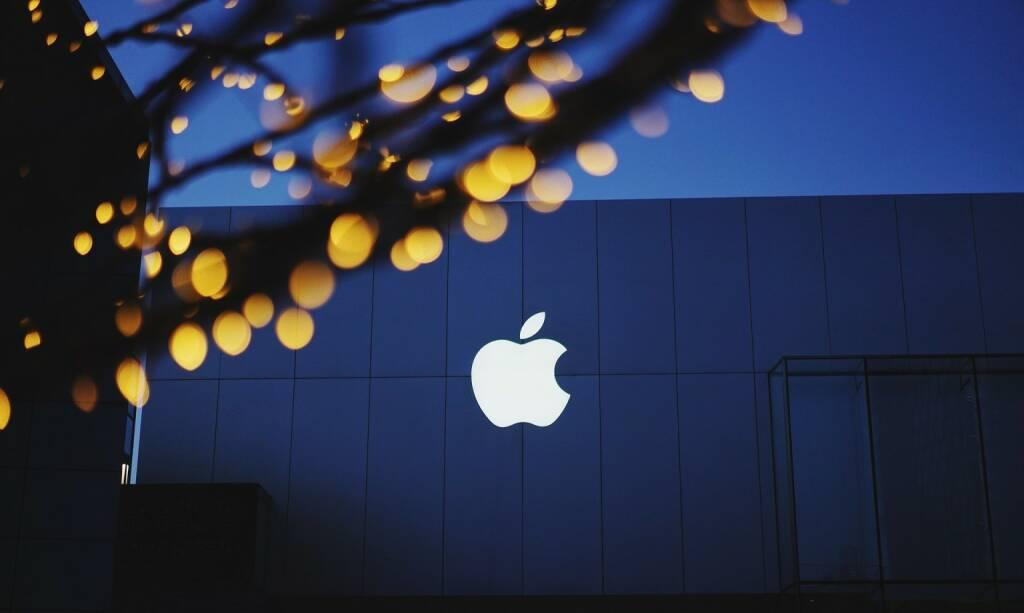 Apple (Bild: Pixabay/Pexels https://pixabay.com/de/apple-bokeh-gebäude-beleuchtung-1839363/ ) (16.05.2017)