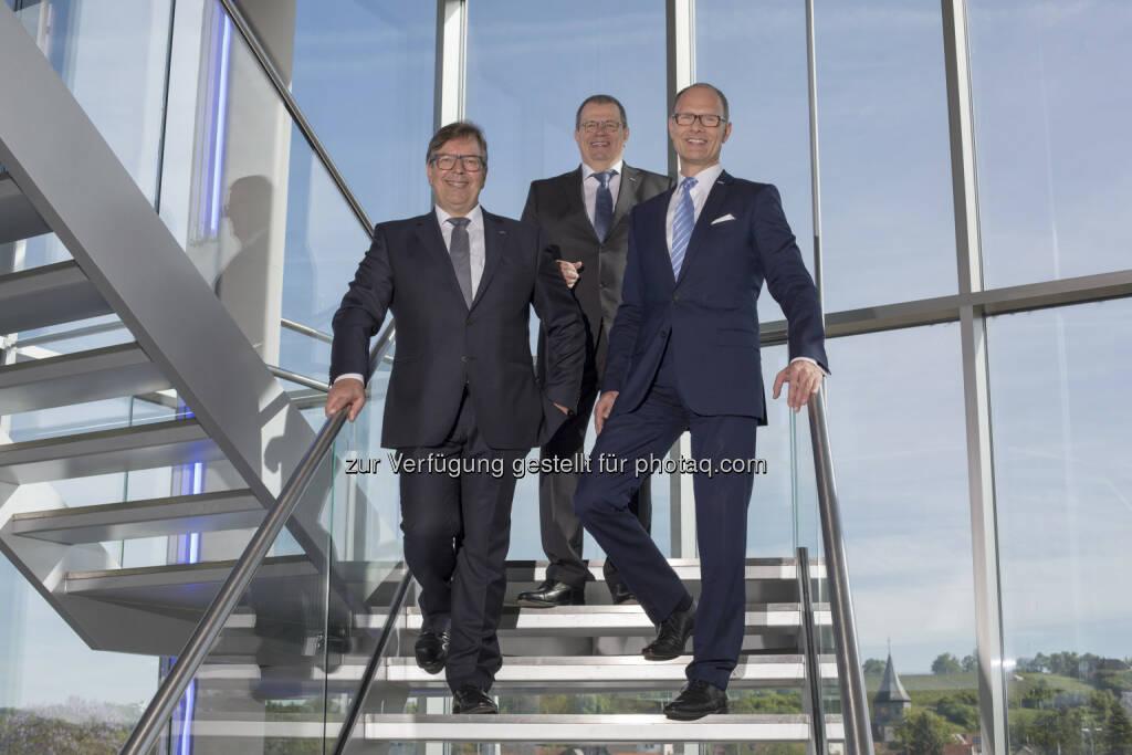 Spülen- und Armaturenspezialist Blanco blickt auf ein erfolgreiches Geschäftsjahr 2016 zurück. Die Geschäftsführung freut sich über ein solides Wachstum sowohl im Inland als auch in internationalen Märkten (von links): Wolfgang Schneider (Geschäftsführer Technik), Achim Schreiber (Vorsitzender der Geschäftsführung) und Rüdiger Böhle (Kaufmännischer Geschäftsführer) - Blanco GmbH + Co KG: Erneut ein erfolgreiches Geschäftsjahr des Spülen- und Armaturenspezialisten (Fotocredit: Blanco GmbH + Co KG), © Aussender (17.05.2017)