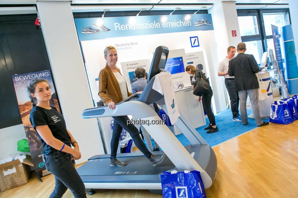 Lisa Wagerer (S Immo), Laufband https://evofitness.at , Deutsche Bank X-markets, Börsentag Wien, 20.5.2017, © Martina Draper photaq.com (am Ende der Diashow zusätzlich diverse Handy-Pics) (21.05.2017)