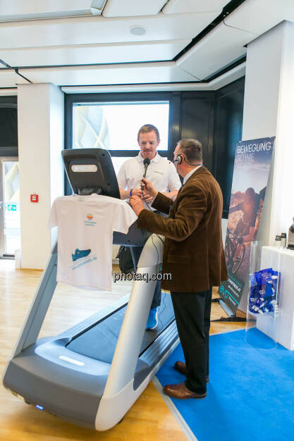 Christian-Hendrik Knappe (Deutsche Bank), Peter Heinrich (boersenradio.at), Laufband https://evofitness.at , Deutsche Bank X-markets, Börsentag Wien, 20.5.2017, © Martina Draper photaq.com (am Ende der Diashow zusätzlich diverse Handy-Pics) (21.05.2017)