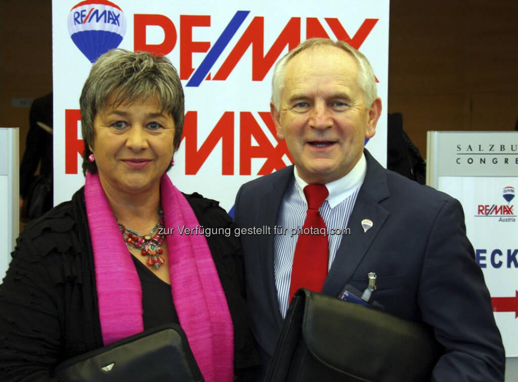 Bauen das Franchise-System von RE/MAX weiter aus: Waltraud Martius, Geschäftsführerin der Franchise-Beratung Syncon und Alois Reikersdorfer, Gründer von RE/MAX Austria. (16.05.2013)