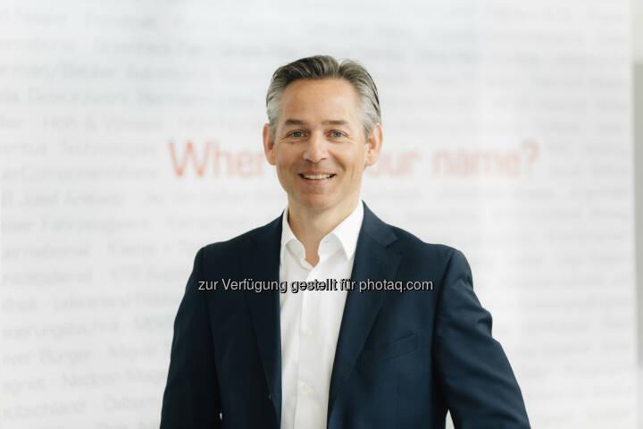 Norbert Rotter, CEO itelligence AG: Mit Goldfish verstärken wir unsere Präsenz in der wirtschaftlich bedeutenden Benelux-Region. Wir erschließen uns interessante, wachstumsstarke Kunden, insbesondere aus der Pharmabranche, dem Bereich Life Sciences sowie dem Lebensmittel- und Agrarsektor. Das itelligence SAP-Portfolio schafft in diesem Marktsegment ein enormes Innovationspotenzial für unsere neuen Benelux-Kunden. Wir freuen uns über das Know-how der branchenerfahrenen Goldfish-Kollegen, das wir zukünftig weltweit nutzen werden. - itelligence AG: SAP-Beratungshaus Golfisch ICT wird Teil der itelligence Gruppe - itelligence Benelux übernimmt Goldfish ICT (Fotograf: Michael Adamski / Fotocredit:itelligence AG)