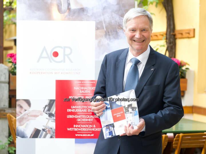 Martin Leitl, Päsident der ACR, präsentiert den Jahresbericht 2016 - ACR Austrian Cooperative Research: ACR präsentiert Bilanz für 2016 (Fotograf: ALICE SCHNUER-WALA / Fotocredit: ACR)