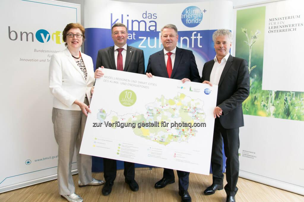 Theresia Vogel (Geschäftsführerin des Klima- und Energiefonds), Jörg Leichtfried (Infrastrukturminister), Andrä Rupprechter (Umweltminister), Ingmar Höbarth (Geschäftsführer des Klima- und Energiefonds). - Klima- und Energiefonds: 10 Jahre Klima- und Energiefonds: 1 Milliarde Euro für die Energie- und Mobilitätswende (Fotocredit: Klima- und Energiefonds/APA-Fotoservice/Rastegar), © Aussender (07.06.2017)