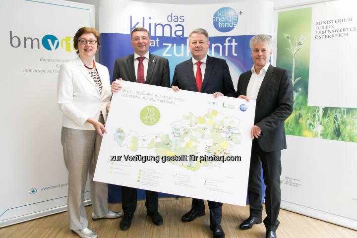 Theresia Vogel (Geschäftsführerin des Klima- und Energiefonds), Jörg Leichtfried (Infrastrukturminister), Andrä Rupprechter (Umweltminister), Ingmar Höbarth (Geschäftsführer des Klima- und Energiefonds). - Klima- und Energiefonds: 10 Jahre Klima- und Energiefonds: 1 Milliarde Euro für die Energie- und Mobilitätswende (Fotocredit: Klima- und Energiefonds/APA-Fotoservice/Rastegar)