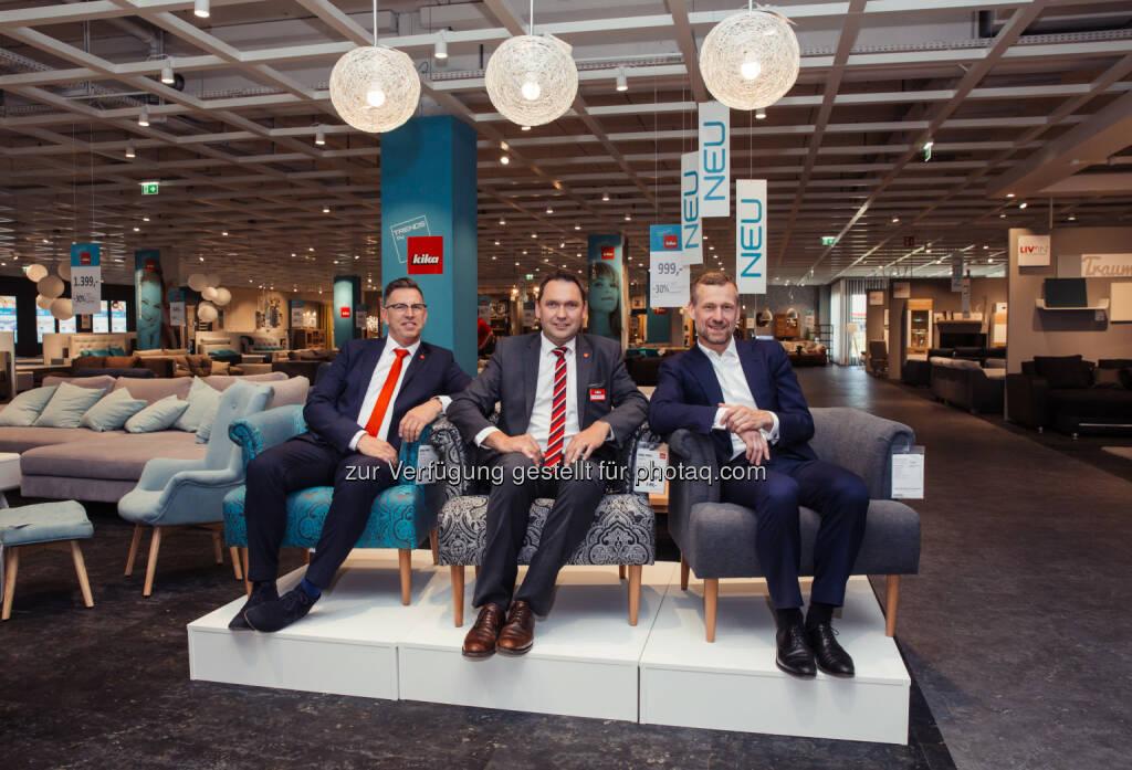 """Mario Legrum/ kika Vertriebsleiter, Leopold Mitter/ Geschäftsleiter kika Ansfelden, Dr. Gunnar George/ CEO in der neuen Abteilung """"Trends by kika"""" - kika MöbelhandelsgesmbH: kika Ansfelden feiert große Neueröffnung – und David Alaba lädt ganz Österreich zum Mitfeiern ein (Fotograf: PineappleStaircase / Fotocredit: kika Möbelhandels Ges.m.b.H.), © Aussender (08.06.2017)"""