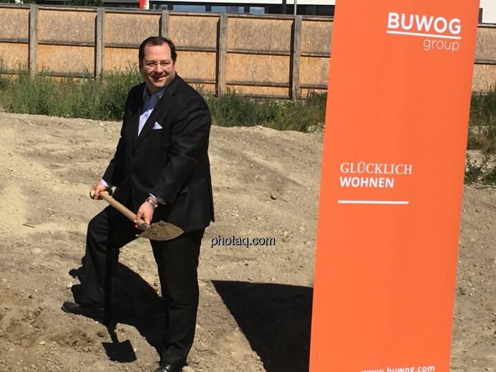 Daniel Riedl, CEO Buwog AG, beim Spatenstich in der Seestadt Aspern
