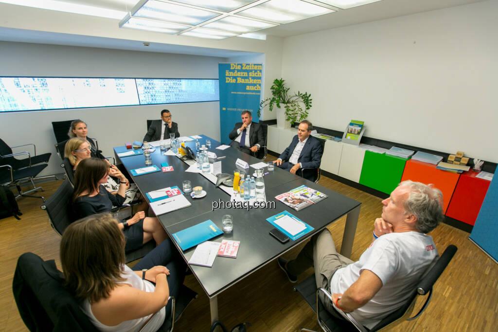Gruppenfoto: Roundtable: Fondsmanager meet Studiengang Wirtschafts- und Finanzkommunikation - (Fotocredit: Martina Draper) (14.06.2017)