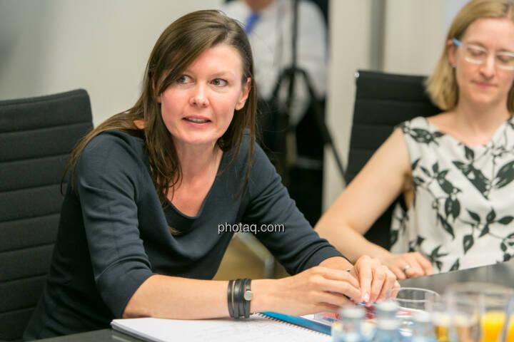 FH-Prof. Mag. Monika Kovarova-Simecek (Dozentin am Department Medien und Wirtschaft der FH St. Pölten) - Jasmin Wolf-Veigel (Studentin) - (Fotocredit: Martina Draper)