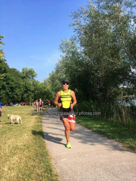Martina Kaltenreiner:Kräfteraubende ~10.5km - 3 Runden um den Pichlingersee bei Hitze und Wind   © Jaqueline Forster (26.06.2017)