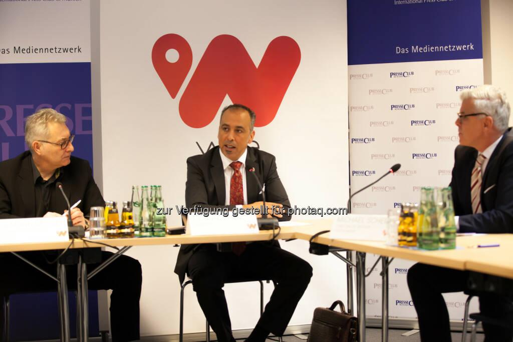 Cengiz Ehliz (Mitte) - weeConomy AG wird zum globalen Blue-Chip für Mobile Payment, Cashback-System wee übertrifft bei der Markteinführung Ziele (Bild:  obs/weeCONOMY AG), © Aussendung (29.06.2017)