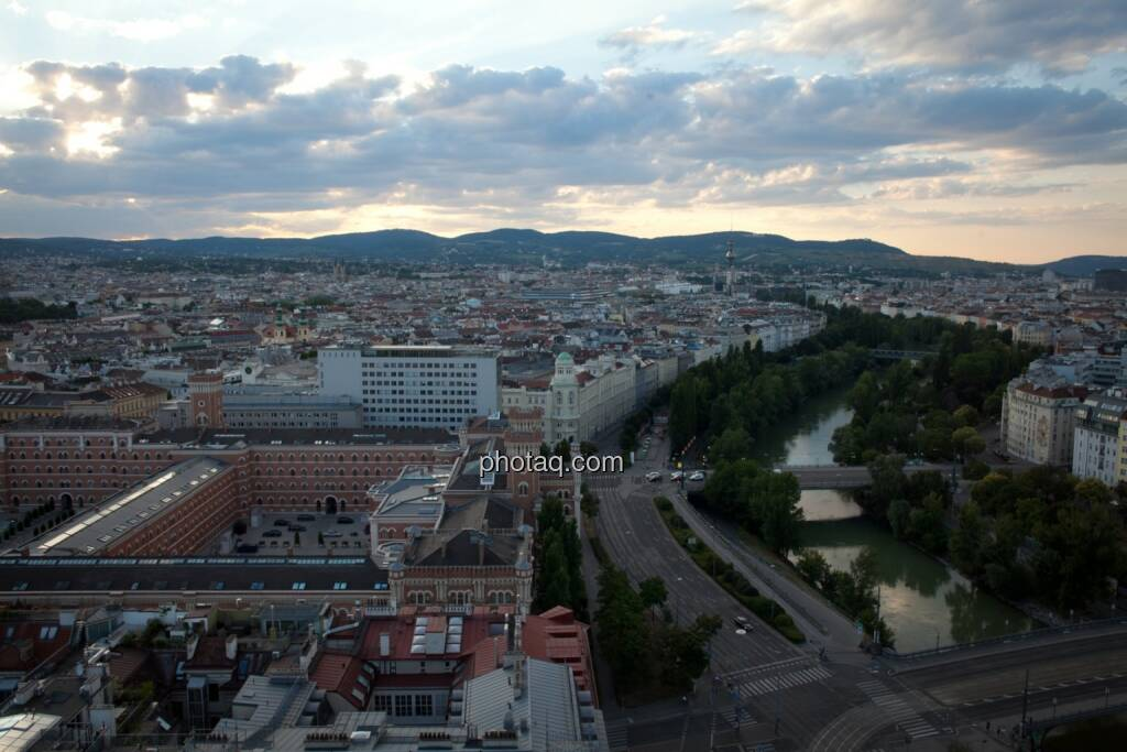 Wien, Wolken, Donaukanal, Häuser, Immobilien, © Michaela Mejta (04.07.2017)