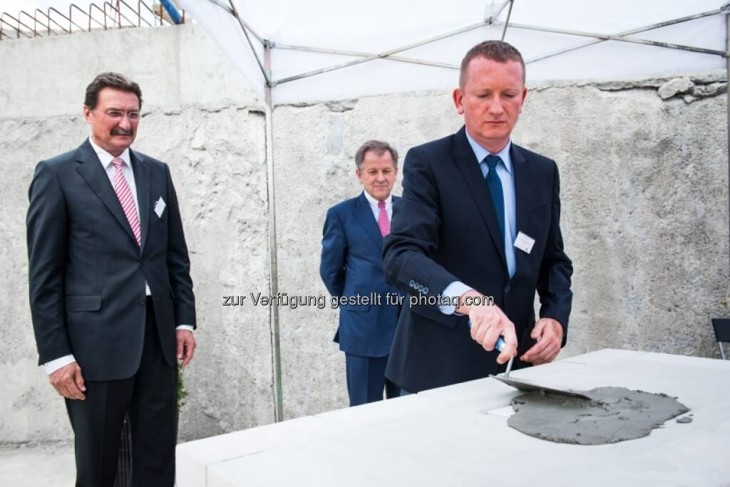 Grundsteinlegung für das Immofinanz-Bürogebäude Nimbus in Warschau mit Franz Scheibenecker (Porr) und Eduard Zehetner (Immofinanz), &copy; Immofinanz via <a href=