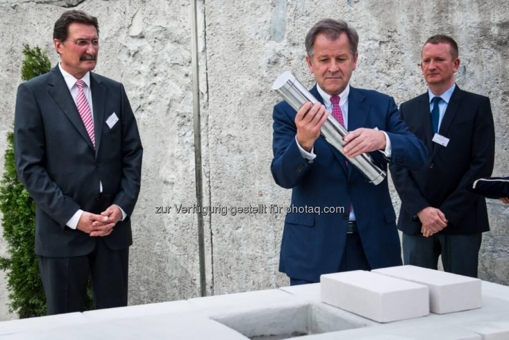 Eduard Zehetner: Grundsteinlegung für das Immofinanz-Bürogebäude Nimbus in Warschau , &copy; Immofinanz via <a href=