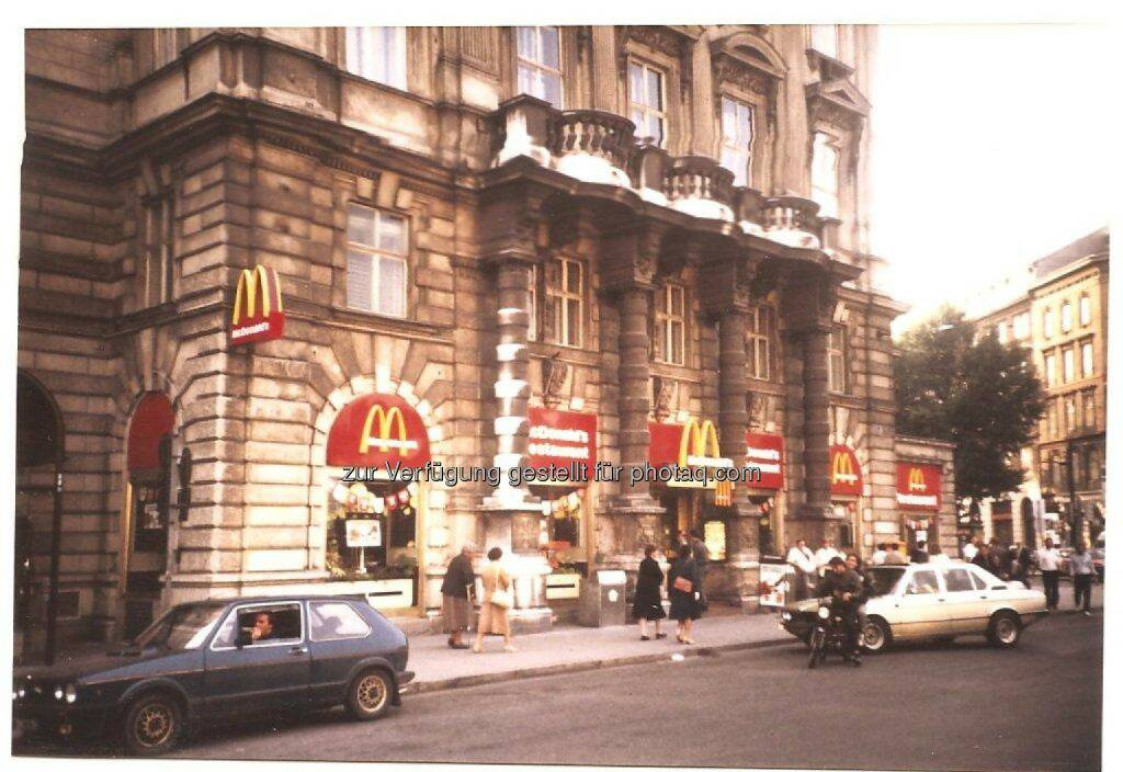 Wien Schwarzenbergplatz historisch - McDonald's Österreich: McDonald's Österreich: Seit 40 Jahren auf Erfolgskurs (Fotocredit: McDonald's Österreich), © Aussendung (12.07.2017)